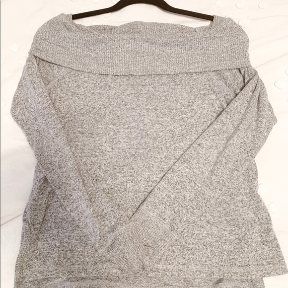 Abercrombie & Fitch Sweaters - Abercrombie off the shoulder sweater